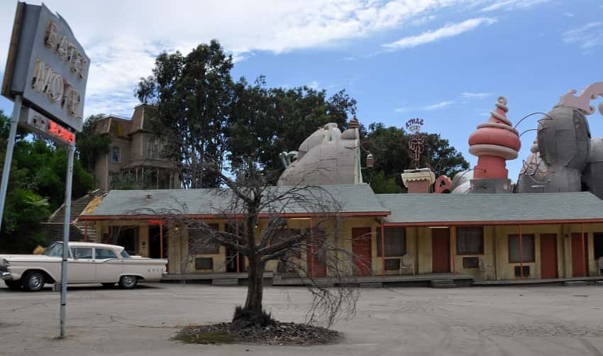The outside of the Bates Motel set from the film Psycho during the Universal Studios Tour.